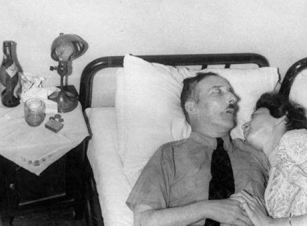 Stefan Zweig y su esposa, Charlotte Elisabeth Altmann, tal como fueron hallados tras su suicidio